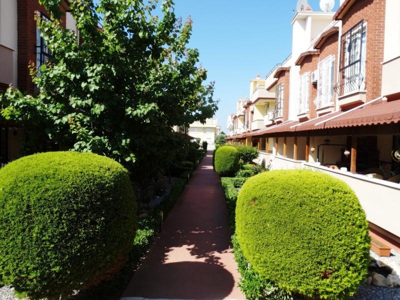Didim Efelerde Havuzlu Site İçerisinde Satılık Eşyalı 5+1 Villa