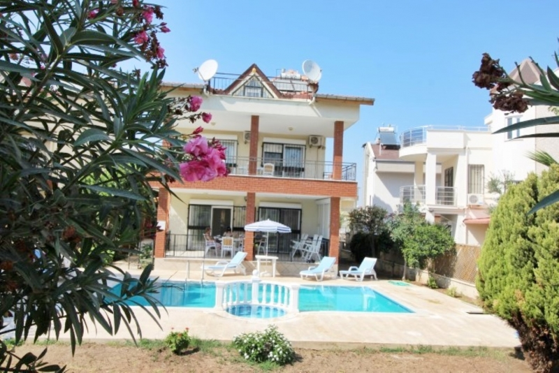 Didimde Satılık Altınkum Mahallesinde Müstakil Havuzlu 5+1 Villa