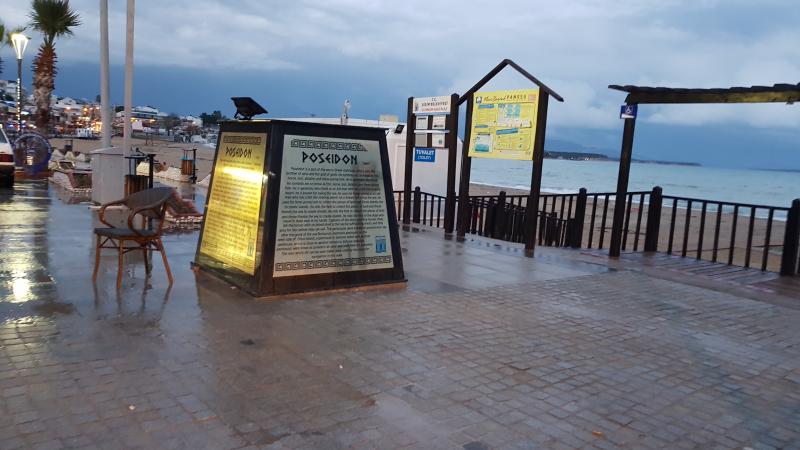Aydın Didim İlçesinde Deniz Tanrısı Poseidon Heykeli Devrildi