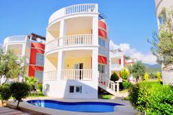 Havuzlu Müstakil Site İçinde Satılık Villa Akbük Didim