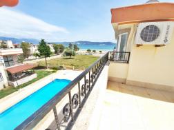 Akbükte Satılık Deniz Manzaralı Havuzlu Sitede Villa
