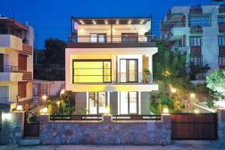 Mavişehirde Satılık Denize 100 Metre Deniz Manzaralı Lüks Villa