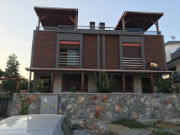 Didimde Satılık 3+1 lüks yapılı şömineli villa