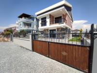 Didim Efeler Mahallesinde Satılık 5+1 Tam Müstakil Havuzlu Otoparklı Villa